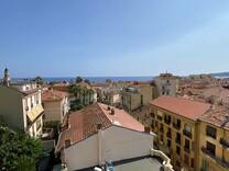 Большая квартира с видом на море и крыши Ментона