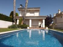 Красивая вилла с бассейном в урбанизации El Mas Mel