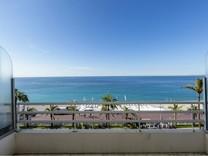 Большая квартира напротив пляжа в Ницце