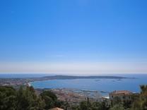 Усадьба с большим участком на границе Super Cannes
