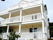Отличная квартира с видом на море в Тивате