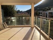 Современная квартира с большой террасой в Босолей