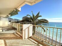 Панорамная квартира напротив пляжа в Рокебрюн