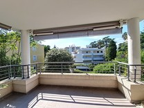 Новые апартаменты с террасой и частным садом в Каннах