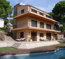 Трехэтажная вилла с видом на море в Sant Antoni de Calonge, продажа. №9920. ЭстейтСервис.