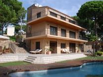 Трехэтажная вилла с видом на море в Sant Antoni de Calonge