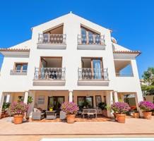 Большой дом с видом на море в Марбелье, продажа. №41231. ЭстейтСервис.