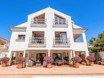 Большой дом с видом на море в Марбелье