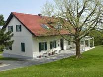 Двухэтажный дом с большим участком в Таль-Грац