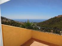 Вилла с видом на горы и море в Алтее