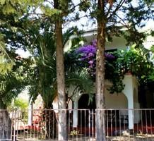 Дом с красивым садом недалеко от пляжа в Утехе, продажа. №19965. ЭстейтСервис.
