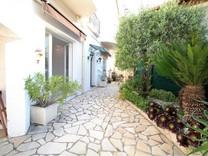 Квартира с частным садом в районе Bas Montrose