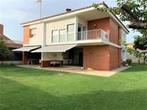 Красивый дом в урбанизации Bonavista