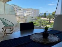 Квартира с большой террасой и видом на море в Каннах
