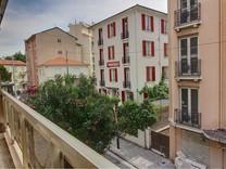 Двухкомнатные апартаменты в центре Жуан-Ле-Пен
