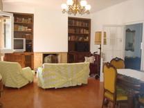 Четырехкомнатная квартира возле моря в Сан-Фелиу-де-Гишольс