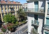 Двухкомнатная двухуровневая квартира на Rue Dante
