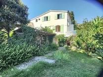 Дом с высоким потенциалом в Villeneuve Loubet