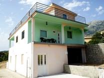 Трехэтажный дом в Дубраве