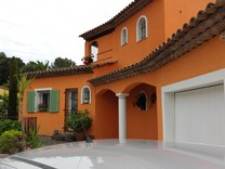 Красивый дом с бассейном в секторе Cabrières