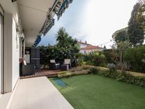 Семейная квартира с частным садом в Ницце, Cimiez