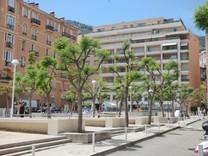 Четырехкомнатная квартира возле границы с Монако