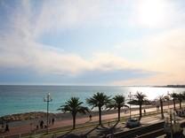 Трехкомнатная квартира на первой линии моря на Promenade des Anglais