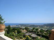 Просторный особняк с панорамным видом в Кастель-Пладжа-де-Аро