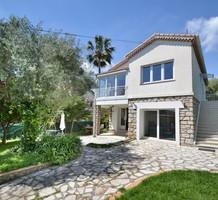 Семейный дом в 800-х метрах от пляжей Жуан-ле-Пен, продажа. №38065. ЭстейтСервис.