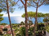 Уютная вилла с красивым видом в Eze bord de Mer
