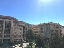 Трёхкомнатная квартира в районе Place des Cigalusa