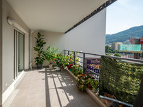 Современная квартира с большой террасой в Ницце
