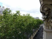 Квартира в Париже с видом на Эйфелеву Башню