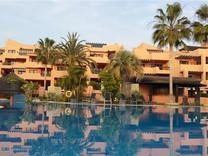 Большие апартаменты с двумя спальнями в Эстепона