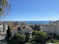Квартира с видом на море в Ментоне