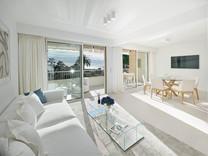 Квартира с тремя спальнями с видом на море в районе Basse Californie