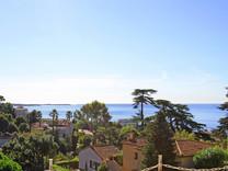 Семейный дом с приятным видом на море в Каннах