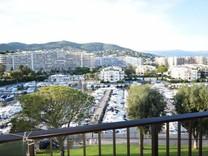 Студия с видом на пристань в Mandelieu La Napoule
