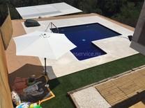 Небольшая вилла с бассейном в районе Lloret Blau