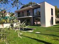 Только законченный дом с тремя спальнями в Антибах