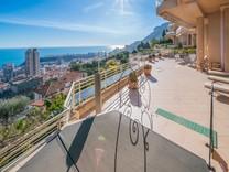 Шикарные апартаменты с видом на море в Босолей