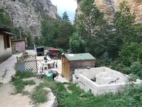 Дом с большим участком в окрестностях Tende