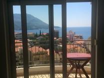 Трехкомнатная квартира с видом на море в Бечичи