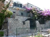 Старинный дом в Свети Стефан