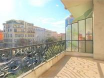 Солнечная квартира в Золотом Квадрате Ниццы