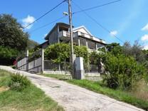 Большой дом в пригороде Тивата