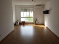 Светлые просторные апартаменты с тремя спальнями в Портимао