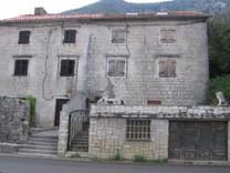 Дом на первой линии в Черногории