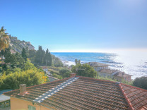 Пентхаус в ста метрах от моря в Ментоне