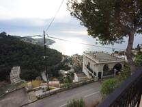 Большой дом с видом на море в 2,5 км от Монако